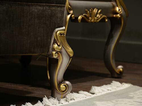 רגלי כיסא זהב