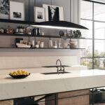 מודל אבן קיסר 5112 Aterra Blanca במטבח עם אי